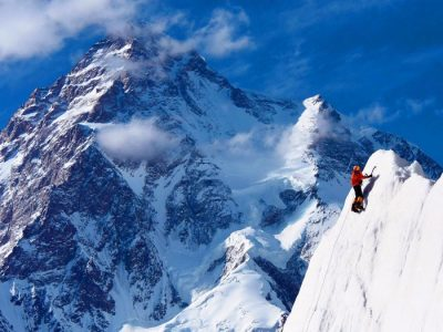 climbing expedition on k2